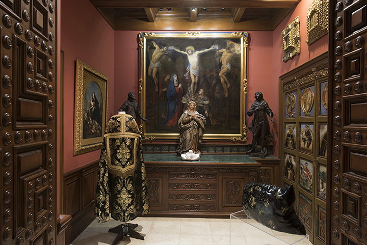 Cape and painting Colonial Period between XVI to XVII Century - The Space Beyond Exhibition